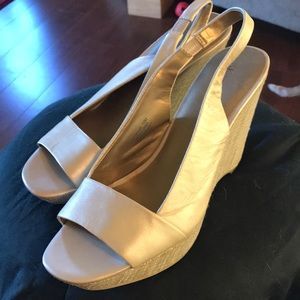 Anne Klein gold/beige sling back size 10 shoes